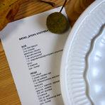 """Идеята на Blue Birds е да запазят ястията максимално семпли с основния продукт на показ. """"Когато имаме нещо в сезон, което ни е в шкафа и вече е пред изтичане на годността, можем да го направим на вечеря с много малко продукти, бързо и лесно и да го споделим с хората, които обичаме"""", е тяхната философия за вечерта в духа на мисията на Българската хранителна банка."""