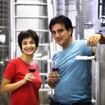 Прекарайте един чудесен Бакхус Вино Ден с вкусна храна и хубаво вино в мелнишкия регион.Вила Мелник има голямо и интересно портфолио, организирано в три серии: Family са по-непретенциозни вина без дъб; Bergule включва едносортови вина и купажи, лежали само в бъчви второ и трето зареждане, което им дава комплексност, но и запазва подовостта им; Високата серия AplauZ са предимно едносортови вина с повече дъб и голям потенциал да се развиват и отлежават.