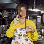"""Близките и далечни вкусове на ЛиванЛиванското """"на маса"""" много прилича на традициите в България, разказва Тереза Фегали по време на последната вечеря """"На гости на Ливан"""" в демонстрационния ресторант ShowHow на фирма """"Томеко"""".Вкусовете на Близкия Изток са познати от векове по нашите земи, много ястия от националната ни кухня са тръгнали от земите около Бейрут.Храната на Ливан e ароматна, с широко използване на пилешко, агнешко и телешко, комбинирано с типична средиземноморска кухня – много пресни зеленчуци и леки разядки."""
