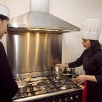 """Тами показва как се прави варено тесто за еклери - """"пръст на херцогиня"""" и """"монахини"""". Два емблематични френски десерта."""