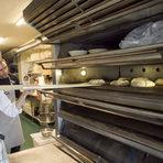 Хлябът се пече около 40 минути.