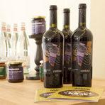 Изядохме много хляб в компанията на чаша вино Contour Cabernet Sauvignon & Pinot Noir '14 от изба Карабунар и води Acqua Panna.