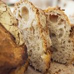 Няма по-неустоимо нещо от топъл хляб.