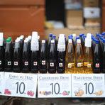 Затова и трябва да сте готови да дегустирате вино още от ранни зори. Пъпеш и нар са малка част от екзотичните предложения – собствено производство.Цялата статия може да прочетете тук.