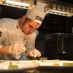 """Симеон Николов завършва Софийската професионална гимназия по туризъм, където се запознава с Антонио Иванов и Юлия Панджерова, които запалват страстта към кулинарията в него. През 2016 година заедно с тях участва на Европейските квалификации на Bocuse d'Or в Будапеща, а през 2015 година печели Националната кулинарна купа за """"Най-добър млад готвач"""" на България. Професионалното си развитие започва още като ученик при Ивайло Петков в ресторант Lazy, а след завършването си работи и с Димо Димов в Cult Gourmet Catering. В началото на март месец се връща от специализация в Лондон, където работи в японския ресторант Roca Restaurant Mayfair, Лондон, за да продължи обучението си в HRC Culinary Academy.Ментор на Симеон Николов ще бъде шеф Анри Доно - главен шеф-инструктор на Кулинарна академия HRC от началото на 2015 г. Възпитаник е на Кулинарния институт в Намюр в родната си Белгия, където усвоява тънкостите на класическата френска кухня. Имал е шанса да работи с 3-звездни Мишленови """"генерали"""" като Ги Савоа (Guy Savoy) и Томас Хенкелман (Thomas Henkelmann), а 25-годишният му кулинарен опит е трупан в Белгия, Франция и САЩ – чудесен микс от класика и модернизъм.На церемонията """"Ресторант на годината Бакхус 2016, Acqua Panna & San Pellegrino"""" те ще готвят под мотото Носталгия и ще посветят ястието си на обонянието."""