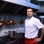 """Антоан Верест има наследствено влечение към кулинарията - родителите му имат малък хотел в Бретан. Образованието си пък получава в хотелиерското и ресторантьорско училище в Сен Назер, където се запознават със съпругата си Карин Станишева. След дипломирането си той трупа опит в Австралия, Канада, Дубай, докато заедно с Карин не решават да открият свой ресторант в София - L'instant. Те два пъти печелят наградата """"Ресторант на годината"""" на Бакхус. Следващият проект на двамата е L'instant catering, който предстои да отвори врати по-късно тази година, а в момента работи като главен готвач на френското посолство в София.Ястието му за церемонията """"Ресторант на годината Бакхус 2016 Acqua Panna & San Pellegrino"""" ще бъде посветено на слуха и ще носи името """"Телешка рапсодия""""."""