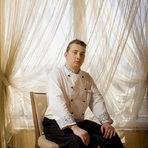 """Петьо Станишков е на 23 години и работи като sous chef в хотел """"Арена ди Сердика."""" Завършил е средното си образование в ПГТ """"Алеко Константинов', град Банкя със специалност готвач. Започва работа в в """"Гранд Хотел София"""", а след това е работил и в италиански ресторант """"Ла Пиацетта"""". """"Готвенето за мен не е просто професия , то е истинско изкуство, което заслужава респект"""", споделя той."""