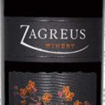 2013 Tiara Syrah, Zagreus Winery, Thracian Valley, BulgariaВино с наситен червен цвят. В аромата се комбинират усещания за червени плодове, малини, касис и какао. Виното е с нежна плодовост и елегантност на вкуса. Като резултат от престоя в бъчви от български дъб финалът е мек, с акцент на пушек и ванилия. Отива на печени меса и меки бели сирена.Цена: около 8.00 лв.
