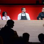 """Симеон Николов, който през 2015 г. печели Националната кулинарна купа за """"Най-добър млад готвач"""", сега се връща от стаж в Лондон, където изпитва носталгия по специфични български продукти. Негов ментор беше шеф Анри Донно, главен шеф-инструктор на HRC Culinary Academy."""
