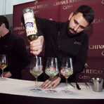 Lillet Aperitif de FranceLillet е френски аперитив направен от вино, плодове и билки. Произлиза от френското село Podensac от края на 1800 година. Lillet Blanc е отлежало в дъбови бъчви в продължение на около 12 месеца, и е направено със същата грижа и внимателно отношение, както за направата на Grands Crus (великите вина) от Бордо.Lillet Blanc има златист цвят, аромат на захаросан портокал, мед, борова смола, прясна мента. Пълен и богат на небцето с прекрасен, дълъг послевкус. Винаги го поднасяйте добре охладено в чаша за вино Бордо с резен портокал.Алк.: 17 %Лилет Кулето / рецепта50 мл LILLET BLANC80 мл Бяло вино (Sauvignon Blanc)40 мл СодаЛедУкраса: 3 тънки резена краставицаСипете LILLET BLANK в чаша за вино, добавете 4-5 кубчета лед и допълнете с Tonic Water. Украсете с резенчета лайм и ягода.