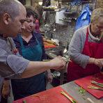 Горната част на аспержите не се бели или реже, тя се сготвя при варенето.