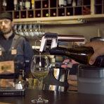 """С """"Коравин"""" отворихме бутилката анадолско бяло вино Kavaklidere Selection, което правеше компания на предястието."""
