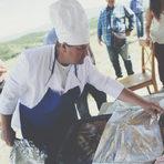 Печено агне и дроб-сърма, сготвени от Йосиф Василев, собственик на едноименната ферма в Капатово - място, от което може да си купите чудесни млека и сирена.Прочетете цялата статия тук.
