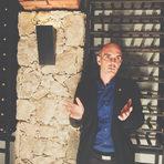 Ресторантът разполага с впечатляваща винена листа с около 300 вина: освен ключовите райони, производители и реколти, има специално внимание върху десертните вина. Това, което веднага впечатлява, е умният и удобен начин на подредбата й, направена от Александър Скорчев.Прочетете цялата статия тук.