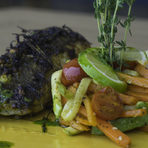 ОсновноКотлет от черноморски калкан в манго-джинжър марината гарниран с глазирани зеленчукови жулиени