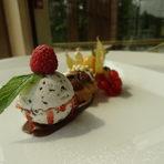 ДесертВариация от шоколадови профитероли и домашен сладолед с рикота