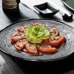 СалатаСалата от белени домати, авокадо и японски дресинг