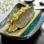 ОсновноЮзу Сузуки - лаврак, приготвен на робата с юзу-кошу сос