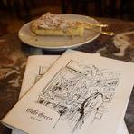 Но най-големите произведения са изложени във витрината с Dolci da forno – Печени сладкиши. А моят безспорен фаворит е Torta della nonna – Сладкишът на баба. Със сигурност детските спомени на много италианци са свързани с рецептата, която успяхме да измъкнем от управителя на кафенето.