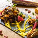 В Багри вярват, че качествата на сезонната продукция правят храната освен вкусна и здравословна. Това е едно от малкото места, където можете да откриете под един покрив кафяв ориз от Тракия, дребен нахут, стар сорт от Ивайловград, както и автентични видове фасул като попския, добруджански, смилянски и кози боб. Те се стремят да опазват автохтонни породи, антични сортове и видове, като им дават уникален кулинарен облик и допринасят за отглеждането им.Отскоро е готова и собствената им ферма в района на град Белене.Всичко за Бакхус StrEAT Fest вижте тук.