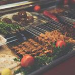 При Рамбо, ул. Кирил и Методий 102Това е арабска месарница и място за ядене в едно. Преди Рамбо беше един от партньорите във вече несъществуващото Бушрет Хер на Пиротска, а сега се е преместил на мястото на стария ресторант Чичовци. Прясното месо настрана, но при Рамбо можете да ядете супер лахмаджун, шишове с пилешко агнешко или наденички. Също така има доста добро пиле на жар. Всъщност, всичко се пече на жар. Иначе има и хумус и табуле и други салати. И, да, Рамбо е пич, затова бъдете търпеливи – не стават много бързо нещата, но си струват.