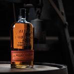 Bulleit Bourbon впечатлява с характерно парливия си, чист вкус с нотки на ванилия, подправки и пипер – вкус без конкуренция и идеална съставка в приготвянето на коктейли. Великолепният цвят е следствие от отлежаването в обгорени бъчви от бял американски дъб от четири до шест години. Bulleit Rye е едно от ръжените уискита с най-високо съдържание на ръж – цели 95% и напълно достойно партнира на Bulleit Bourbon по отношение на високото качество и характерен, неподражаем вкус. Bulleit Rye се произвежда с изключително внимание и прецизност – от подбора на най-висококачествените ръжени култури до набавянето на водата от древен ледников водоносен пласт с постоянна температура 56 градуса. Приготвеният бленд отлежава в обгорени дъбови бъчви за период от минимум четири години.Следете ни последните новости във Facebook »Всичко за Bacchus StrEAT Fest вижте тук. »Купете билет онлайн от тук