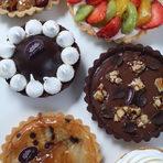 Меню StrEAT Fest:❖ Италианско джелато (различни вкусове)❖ Френски макарони (различни вкусове)❖ Кекс с малини и праскови❖ Морковена торта❖ Тройно шоколадов кекс❖ Безглутенов кекс с малини❖ Шоколадова тарта с малини❖ Кейк с маслен крем и плодовеВсичко за Бакхус StrEAT Fest вижте тук.