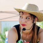 Коя е София и какво ще готви на StrEAT Fest? Меню Стрийт Закуска:✸ Хапки Трикольор✸ Мини палачинки***София Йотова е кулинарен ентусиаст и любител кулинар, блогър, презентатор, организатор на практически работилници със семинарен характер, посланик на инициативата на Джейми Оливър Food Revolution и пламенен активист в подкрепа култивирането на зравословни навици у хора на всякаква възраст.