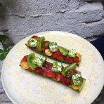 Шопска салата с шарени домати и фермерски зеленчуци в лодка от краставица.Всичко за Бакхус StrEAT Fest вижте тук.