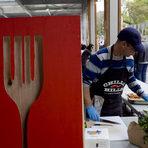 Жоро Бонбона готви на щанда на Бакхус&Kaufland
