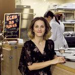 Михаела Белорешка е психолог и хранителен терапевт по образование и творец по призвание. Както самата тя казва, нейна страст са храната, животът и хората. Обича пътешествията, срещите с нови култури, порядки и ястия, които я вдъхновяват да започне блога си Good Natured Food и заедно с Иван Желязков - проектът Blue Birds.