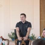 Сомелиерът Любомир Недев беше и наш верен гид през целия ден.Прочетете цялата статия от преживяването тук