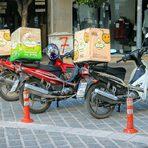 В Серес е особено разпространено храната да се доставя по този начин, мотопедите и моторетките са и основно средство за придвижване.Прочетете цялата статия тук