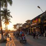 Крайбрежна променада в град Hoi An.Цялата статия може да прочетете тук.