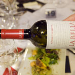 Компания на стартера направи бялото вино Katarzyna La Bella Chardonnay & Viognier & Sauvignon Blanc & Traminer 2016.