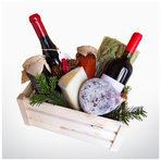 """Гурме кошница от """"Купаж""""Едно от новите места в София, от които да купите или опитате на място отлежали български вина, сирена и мезета от малки производители. Подбрани, проверени, за ценители. Гурме подарък, с който да внесете уникален вкус и допълнителен акцент на всяка празнична трапеза. Селекцията за кошницата може да направите сами и според избрания бюджет да включите вино, сирена, мезета, домашни сладка, лютеница, мурсалски чай и шоколад.От Купаж25-150 лв. по избор на клиента"""