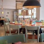 """Срещу него е La Pastaria (ул. """"Асен Златаров"""" 24).La Pastaria е варненска верига с втори свой ресторант в София. Вече се наложи като семеен ресторант, както и за по-големи компании. Основното му ястия са пастата и пицата, но по-скоро се движи по популярната формула """"за всекиго по нещо""""."""