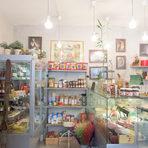"""Gabuул. """"Сан Стефано"""" 15Gabu е кулинарен магазин, с предимно италиански продукти. Тук ще откриете най-вкусните запечени сандвичи в квартала. Има и торти, приготвени от бившата главна сладкарка на """"Шератон"""" - японска, руска, шоколадова, а отскоро се предлагат и малки """"здравословни"""" сладки и хляб от лимец и т.н. Тук ще ви направят много хубаво кафе, а гледката към Докторската е бонус."""
