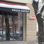 """Costa Coffeeул. """"Шейново"""" 2Продължаваме обиколката си и стигаме Costa Coffee. Неотдавна беше свършен ремонтът, след който кафенето изглежда доста по-модерно. Мястото напълно се установи като любимо за срещи и за хора с лаптопи."""