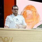 """Майстор-хлебар Пресиян Петров от """"Братя Хлебари"""" приготви двата хляба за вечерята - първият с активен въглен, а вторит с мед и кисело мляко."""