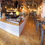 """Фабрика Дъга е може би едно от първите места в София заявили себе си като стрийтфуд локация с индустриален дизайн и безупречно обслужване. Повечето я познават, като място за брънч и специално кафе, но сандвичите и салатите, които предлагат се оказаха не по-малко апетитни и предпочитани от бабините закуски през уикенда, когато там е пълно с хора от всички краища на света.Тук те очакват добре познатите български бабини закуски на Фабрика Дъга – мекици, банички, щрудели и какво ли още не. Компания им правят традиционните за Фабриката сандвичи. Любим ни е сандвичът със свинско печено в портокалов BBQ сос, чедър, домашна майонеза с уасаби и лайм. Редом до него се нарежда и бестселърът им, а именно сандвичът с криспи бекон и мус от козе сирене, за да е по-удобно за всички тортилата с телешко и свинско се превръща в такос, който ти дава възможност да приключиш с него буквално на две хапки.Всичко от изброеното те очаква и на щанда на Фабрика Дъга на второто издание на Бакхус StrEAT Fest.ул. """"Веслец"""" 10ул. """"Шейново"""" 13БВсичко за Bacchus StrEAT Fest 2 вижте тук.Купете онлайн билет от тук:"""