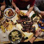 Меню Bacchus StrEAT Fest 2:✤ Sweet BBQ BonesСвински ребра с ½ царевица и салата колсло✤ Pulled Pork Дърпано свинско месо, 1/2 царевица и колсло✤ Pulled Pork DogДърпано свинско месо с колсло и чедър в хот дог питка✤ CORN Грилована царевица с масло и чубрица✤ колSLAWсалата от зеле, морков, ябълка, стафиди, майонезаВсичко за Bacchus StrEAT Fest 2 вижте тук.КУПЕТЕ БИЛЕТ ОНЛАЙН »