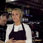 Гост-готвач беше Тюркан Карова, собственичка на един от най-хубавите турски ресторанти у нас - Turqoise. Тюркан е харизматична, гостоприемната и мила дама, която без компромис години наред развива турската кухня у нас и ни завладява с позитивната си енергия и неуморна работа.Родена в Родопите, Тюркан се връща в Турция, където развива кулинарния си предприемачески дух и се запознава още по-отблизо с националните деликатеси. След дългогодишна пауза, България отново се превръща в нейн дом и днес тя представя цялото разнообразние от турските продукти и рецепти в нейния ресторант, където любовта наистина е тайната подправка.