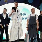 """Ресторант """"Космос""""Когато правиш ново място с идеята да е """"уау"""", много е вероятно да стане """"ау"""". Донякъде така се получава с първоначалния стремеж на Николай Григоров да покаже, че след """"Ракета"""", """"Спутник"""" и """"Фабрика Дъга"""" може да направиш нещо още по-концептуално, по-издържано и с претенция за наистина """"най-доброто място"""". След почти двегодишно доизпипване на визия, меню, обслужване и цялостно преживяване за гостите с днешна дата """"Космос"""" заслужено наистина вече е сред най-добрите места в София...Вижте цялата статия: https://bit.ly/2NYGvoU"""
