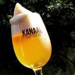 """Основан през 2011, KANAAL е първият специализиран бар за крафт бири у нас. Селекцията е на нивото на добрите нишови европейски крафт барове, с акцент върху интересни бири от малки независими пивоварни. KANAAL е официален вносител на пивоварните De Molen (Холандия), Evil Twin (САЩ), Omnipollo (Швеция) и Fourpure (Англия). Освен да си купите бира за вкъщи или да участвате в дегустации и бирени събития, барът е и точното място в събота вечер или неделя следобяд за DJ парти с фънк, соул, диско и електронна музика.На Бакхус Fish Fest ще участват с разнообразна селекция от наливни и бутилирани крафт бири от България и Европа.бул. """"Мадрид"""" 2 Всичко за Бакхус Fish Fest вижте тук.КУПЕТЕ БИЛЕТИ ОНЛАЙН ОТ ТУК:"""