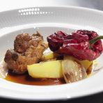 """Споменавайки думата """"тероар"""", тя беше напълно представена при предложението за основно ястие: при него имаше местно вино и местна храна, една формула, която по думите на Яна Петкова, винаги носи успех. Ивайло Игнатовски беше подготвил свинска кавърма с продукти и по рецепта на своето село Земен и Трън. Ястието впечатли с вкуса на месото и зеленчуците - както поотделно, така и заедно. Виното към кавърмата беше Maryan White Cuvee 2015 - Dimyat, Chardonnay, Sauvignon Blanc. Това съчетание беше оценено по достойнство заради постигнатата хармония и интегритет."""