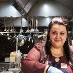 Зад чаровната притеснителност на Хриси се крие един лъчезарен и толкова колоритен живот, колкото са и подправките в арабската кухня. Майка й е българка, а баща й - сириец. Първите 15 години от живота си прекарва в Сирия, а след това заминава за Либия. Преди около 10 години пристига и в България. Тук тя преоткрива страстта си към готварството и започва умело да комбинира сирийски, ливански, либийски и иракски специалитети. От тогава Христина е водила кулинарни курсове, където показва тънкостите на ориенталската кухня и приготвянето й в домашни условия, а преди 6 години получава покана да ръководи кухня за бежанци в Гармиш (Германия). Със завидно старание и умение, в продължение на няколко месеца тя изхранва над 150 имигранти.