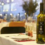 Съчетахме основното с бялото вино Kayra Narince - направено от едноименния сорт, типичен за северна Турция.