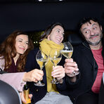 А за да бъде пътуването още по-приятно, предоставяме и изстудена бутилка шампанско Veuve Clicquot , с която вечерта да започне подобаващо./Снимка: Цветелина Белутова/