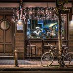 Бар Caldo е едно от най-уиски местата в България. Събрал в себе си над 300 различни вида уиски, от повече от 15 държави по света, барът се отличава с топлина и уют в шотландска атмосфера. Освен на професионално обслужване, гостите на бара могат да се наслаждават на стилни музикални събития, персонални или групови уиски дегустации, а в петъчните и съботни вечери за настроението в бара се грижи гост DJ.✦✦✦☛ ВХОД: 20 лв.* с включена консумация на коктейл по избор и сет от три уникални хапки. 30 март, Sofia Event Center.☛ Вижте повече информация и купете своя куверт още сега на bacchus.bg/top